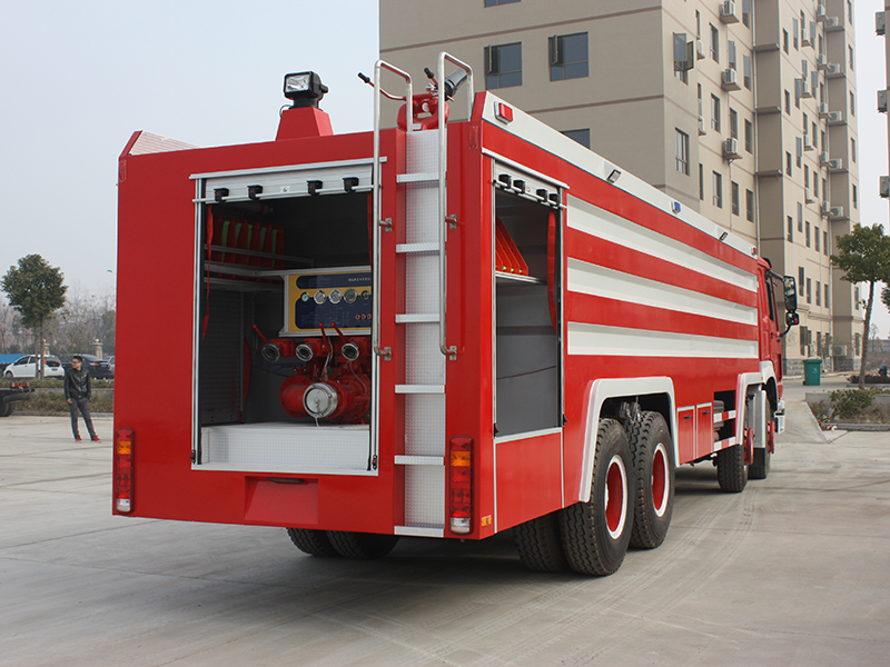 Advantages and disadvantages of the fire pump's location of the fire truck